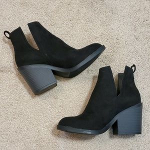 NWOT Universal Thread ankle boots size 5 1/2